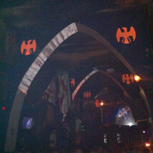 Das Foto wurde bei TOM'S Leather Bar von R@Y am 5/2/2012 aufgenommen
