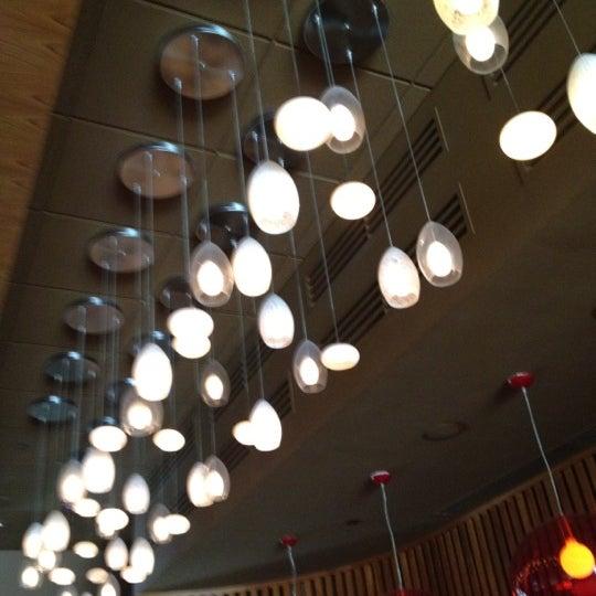 Foto diambil di The Corner Office Restaurant & Martini Bar oleh Pete L. pada 6/9/2012