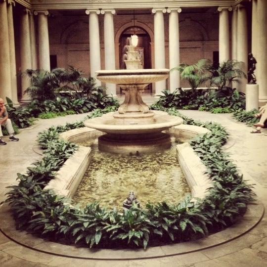 8/31/2012 tarihinde Janie Y.ziyaretçi tarafından The Frick Collection'de çekilen fotoğraf