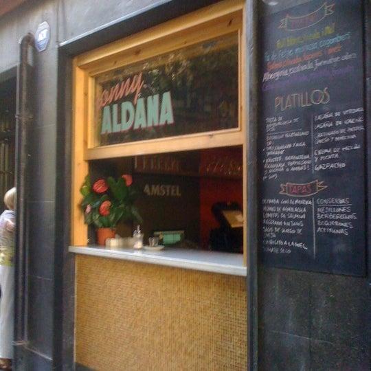 รูปภาพถ่ายที่ Jonny Aldana Bar โดย Stuart M. เมื่อ 7/16/2012