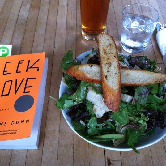 Foto tirada no(a) Brooklyn Commune por Alena J. em 7/19/2012