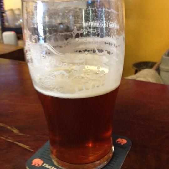 Photo prise au The BeerMongers par Chris D. le5/12/2012