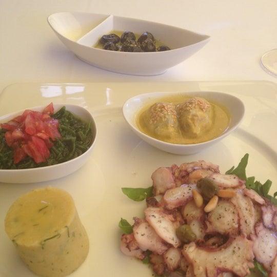Foto tomada en Trilye Restaurant por Ayşegül E. el 7/10/2012
