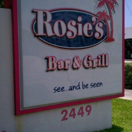 Photo prise au Rosie's Bar & Grill par Richard D. le6/29/2012
