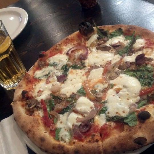 Снимок сделан в Pizza CS пользователем Johnny T. 4/5/2012