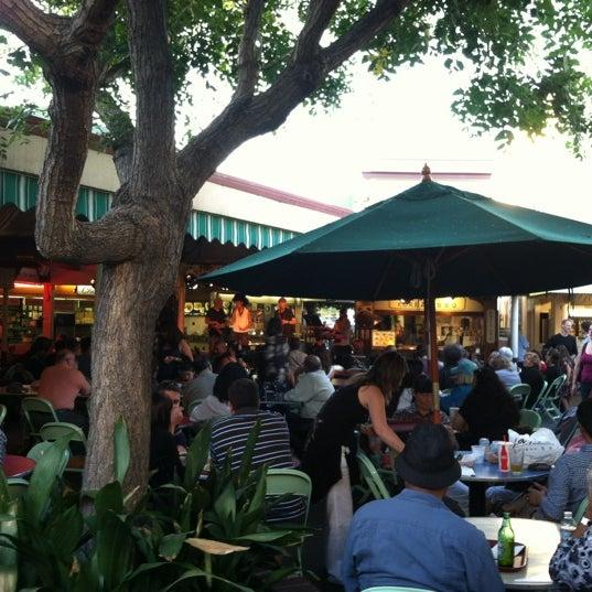 Photo prise au The Original Farmers Market par Jinky K. le6/8/2012