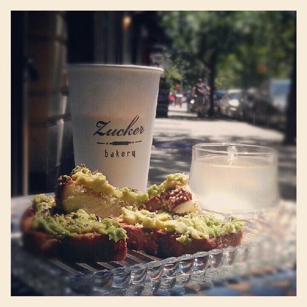 รูปภาพถ่ายที่ Zucker Bakery โดย Stephen G. เมื่อ 5/12/2012