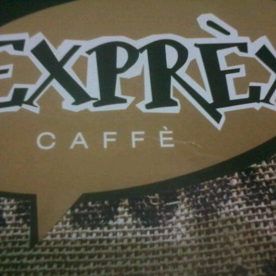รูปภาพถ่ายที่ Exprèx Caffè โดย Abimael S. เมื่อ 5/23/2012