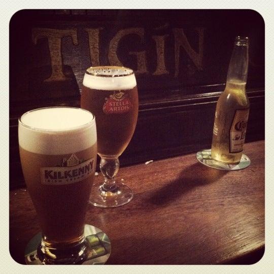 Foto tirada no(a) Tigin Irish Pub por Kristin S. em 5/4/2012