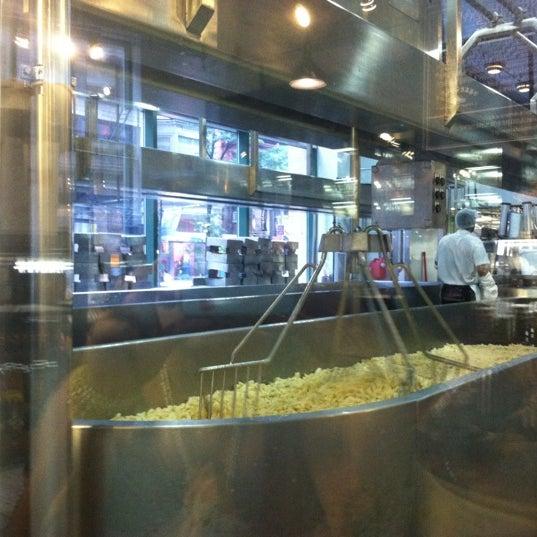 7/20/2012에 Ashley S.님이 Beecher's Handmade Cheese에서 찍은 사진