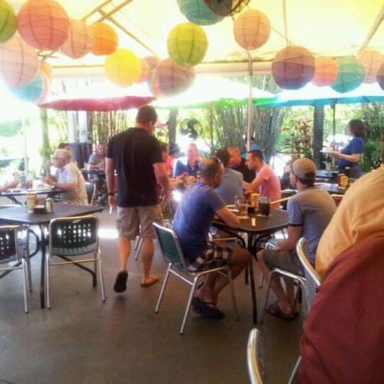 Photo prise au Rosie's Bar & Grill par Michael O. le4/17/2012