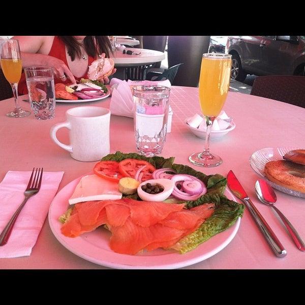 6/2/2012 tarihinde Kate B.ziyaretçi tarafından The Breakfast Club & Grill'de çekilen fotoğraf
