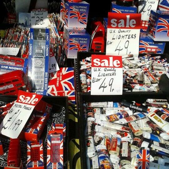 Foto tirada no(a) Camden Stables Market por Claire B. em 5/24/2012
