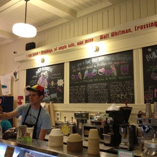 Снимок сделан в Ample Hills Creamery пользователем Adam P. 6/12/2012