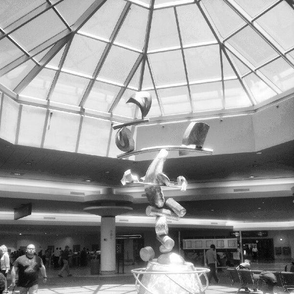 7/17/2012에 Blake C.님이 Louis Armstrong New Orleans International Airport (MSY)에서 찍은 사진