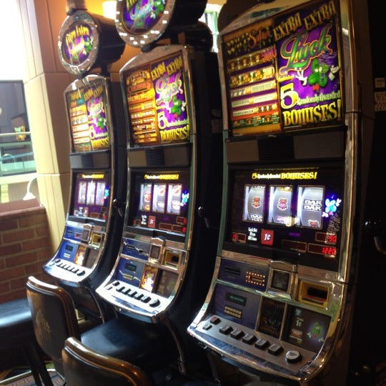 Foto scattata a Greektown Casino-Hotel da Theresa B. il 8/23/2012