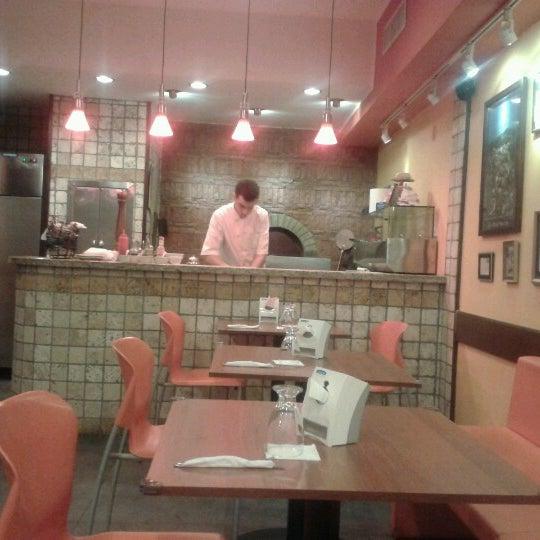 Foto tomada en Da Noi Pizzeria Ristorante por Fernando C. el 7/23/2012