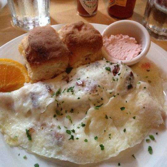 7/20/2012 tarihinde Krysta T.ziyaretçi tarafından Good Enough to Eat'de çekilen fotoğraf