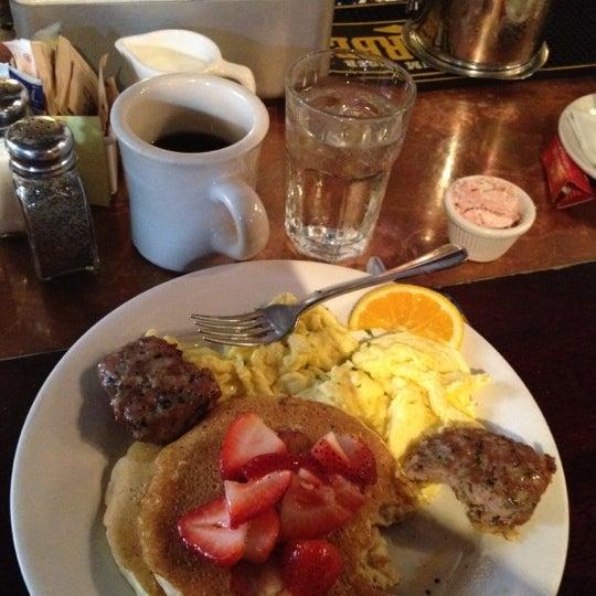 9/3/2012 tarihinde Brian S.ziyaretçi tarafından Good Enough to Eat'de çekilen fotoğraf