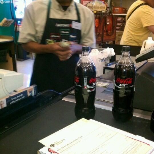 Foto diambil di Safeway oleh Dorothy D. pada 5/18/2012