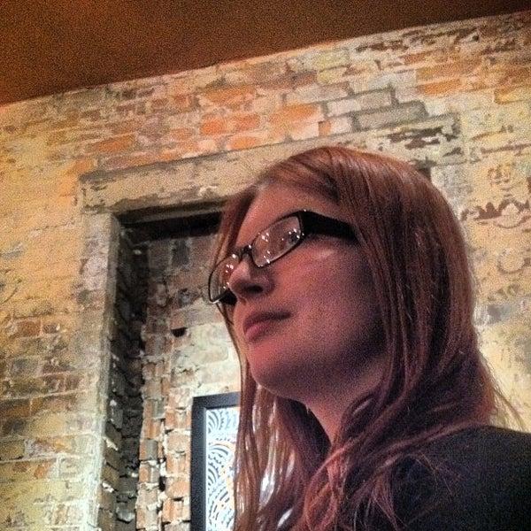 Foto tomada en Allen Street Hardware Cafe por Andrew H. el 4/28/2012