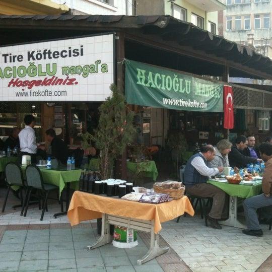 Foto scattata a Hacıoğlu Mangal Tire Köfte da Abdulkadir il 7/25/2012