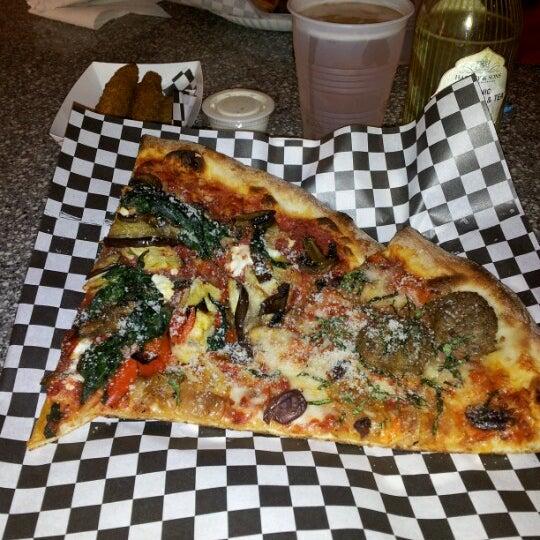 Снимок сделан в Pop Up Pizza пользователем Kris C. 7/9/2012