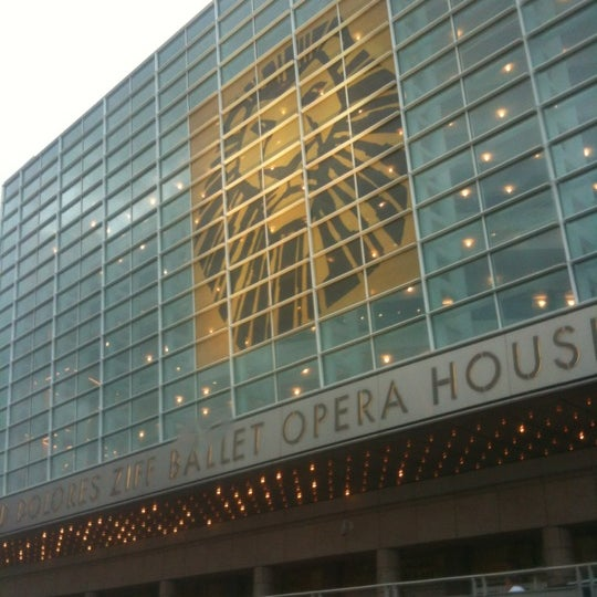 Foto diambil di Adrienne Arsht Center for the Performing Arts oleh Yarelis C. pada 5/15/2012