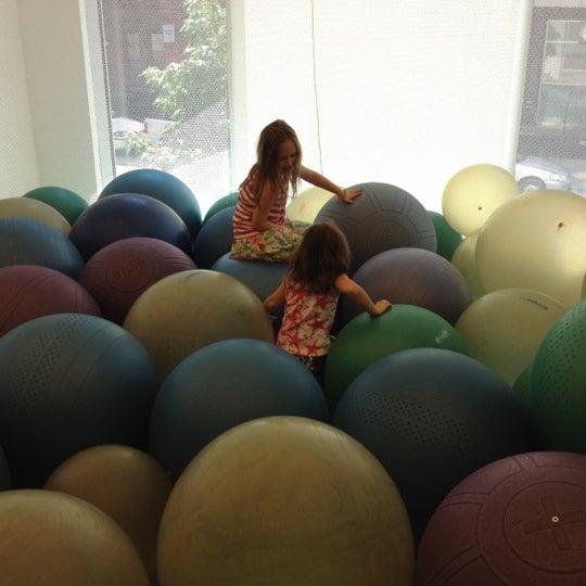 รูปภาพถ่ายที่ Children's Museum of the Arts โดย Arthur เมื่อ 8/12/2012