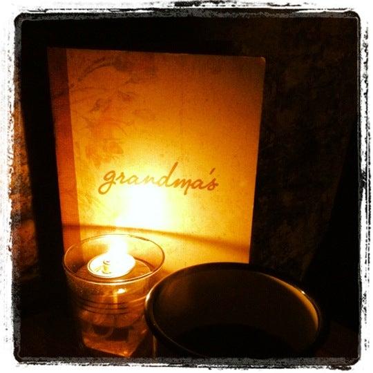 Foto tomada en Grandma's Bar por Sheung-Yi Y. el 7/31/2012