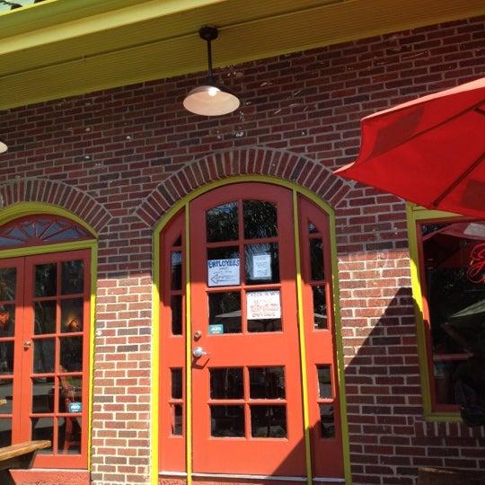 6/16/2012にJames L.がJuan's Flying Burritoで撮った写真