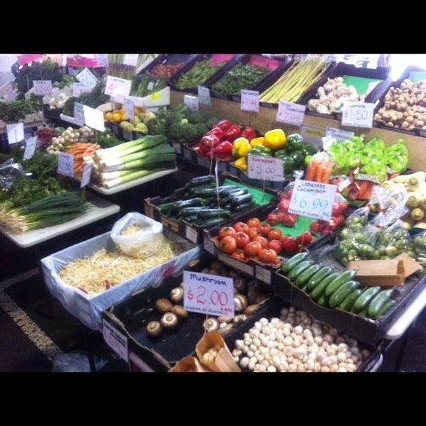 Foto diambil di Queen Victoria Market oleh Josh W. pada 8/24/2012