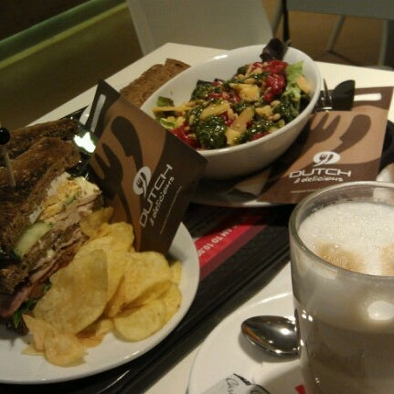 Photo taken at Dutch & Delicious by Wiwi K. on 6/26/2012