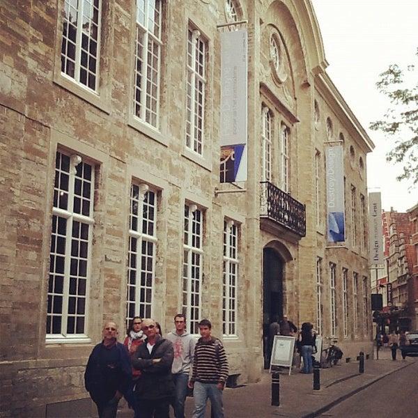 รูปภาพถ่ายที่ Design Museum Gent โดย Jorge S. เมื่อ 7/31/2012