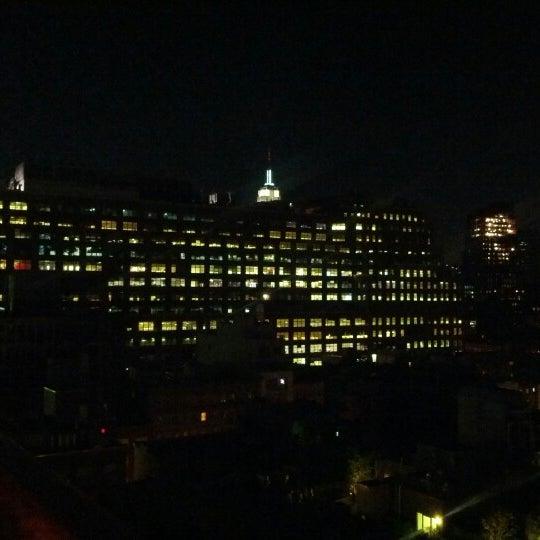 Foto scattata a Plunge Rooftop Bar & Lounge da Victor S. il 7/3/2012