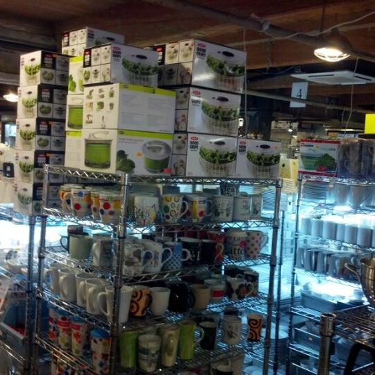 Das Foto wurde bei Bowery Kitchen Supplies von James B. am 8/12/2012 aufgenommen