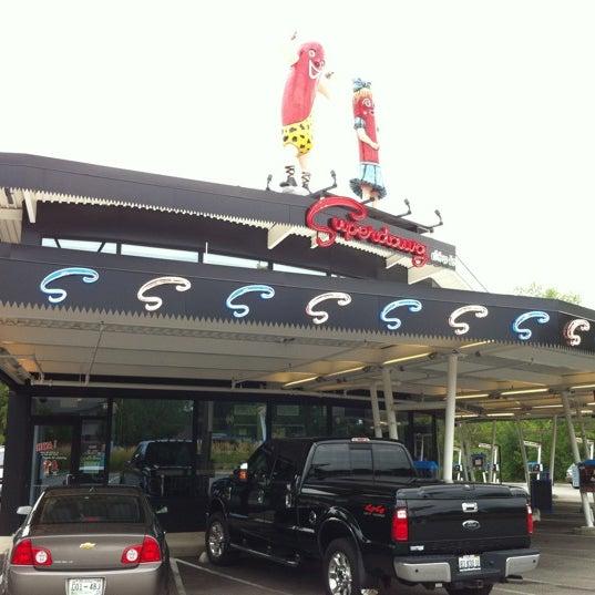Снимок сделан в Superdawg Drive-In пользователем David H. 7/29/2012