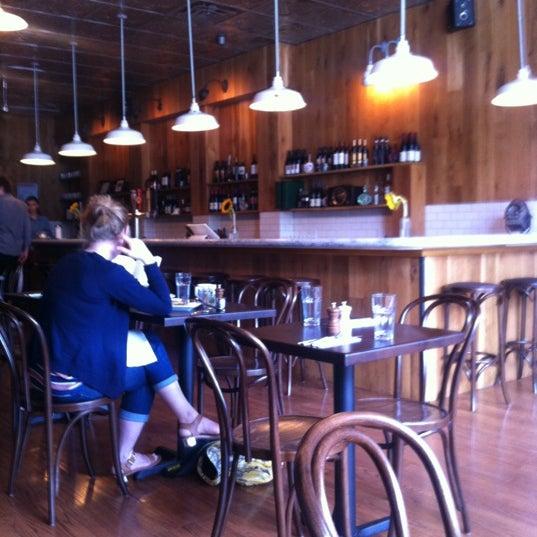 Foto tomada en Karloff por Dan L. el 7/21/2012