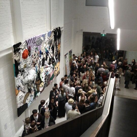 Foto scattata a White Rabbit Gallery da OZan G. il 3/22/2012