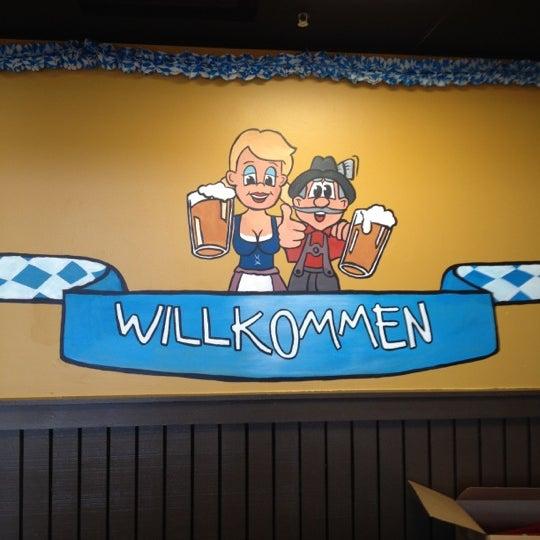 Photo prise au Wurst Und Bier par Ty B. le6/17/2012