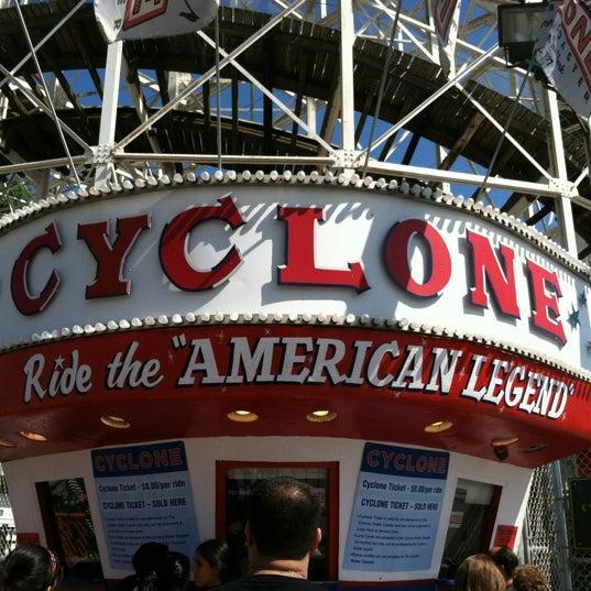 Foto tomada en The Cyclone por Rebecca S. el 6/17/2012