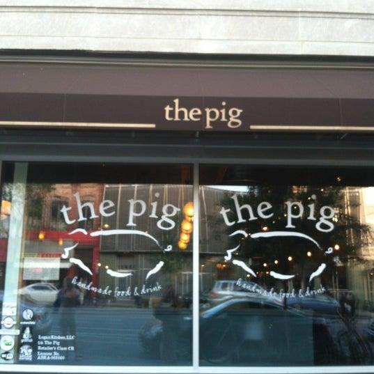 5/18/2012 tarihinde Elyse G.ziyaretçi tarafından The Pig'de çekilen fotoğraf