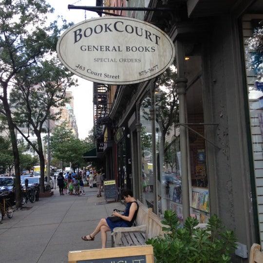 Das Foto wurde bei BookCourt von Leticia A. am 7/24/2012 aufgenommen