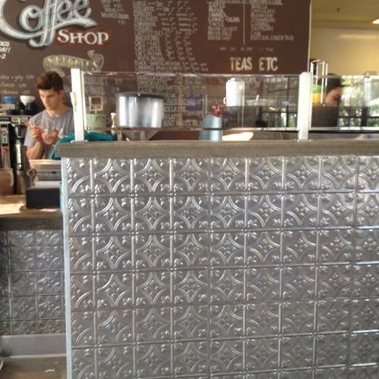 Das Foto wurde bei The Coffee Shop at Agritopia von Cristina M. am 7/19/2012 aufgenommen