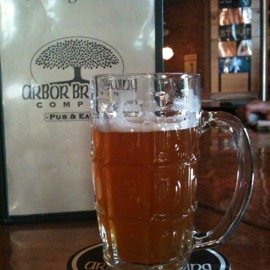 Foto tomada en Arbor Brewing Company por Ginny C. el 5/18/2012