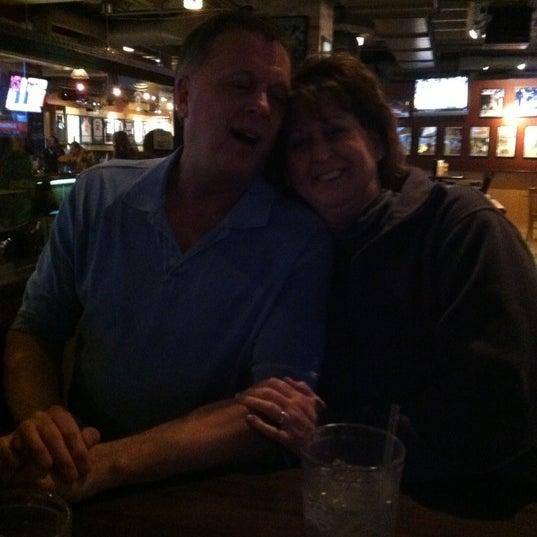 Foto tirada no(a) Huberts Sports Bar & Grill por Jon S. em 3/5/2012