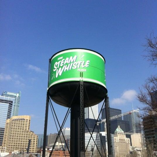3/16/2012 tarihinde Dean M.ziyaretçi tarafından Steam Whistle Brewing'de çekilen fotoğraf