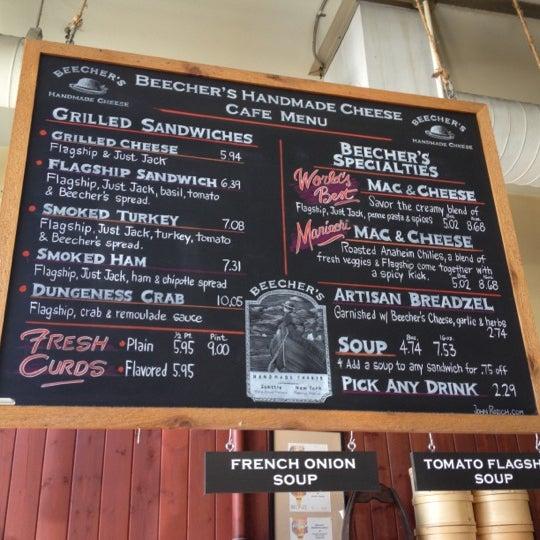 Das Foto wurde bei Beecher's Handmade Cheese von Ryan H. am 9/3/2012 aufgenommen