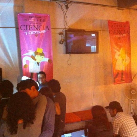 รูปภาพถ่ายที่ Jerónimas โดย Edgar F. เมื่อ 8/18/2012