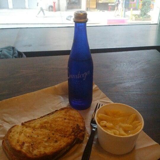 7/16/2012에 Miu M.님이 Beecher's Handmade Cheese에서 찍은 사진